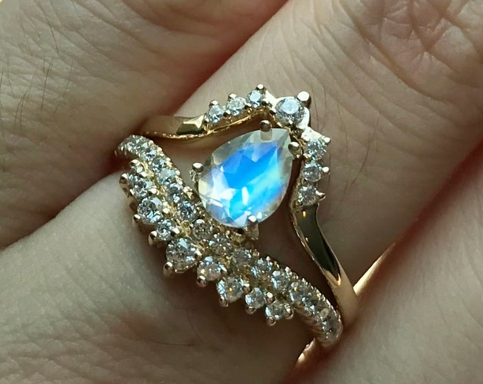 Moonstone Teardrop Wedding Ring Set- Moonstone Pear Bridal Ring Set- Unique Moonstone Engagement Ring with Matching Band-
