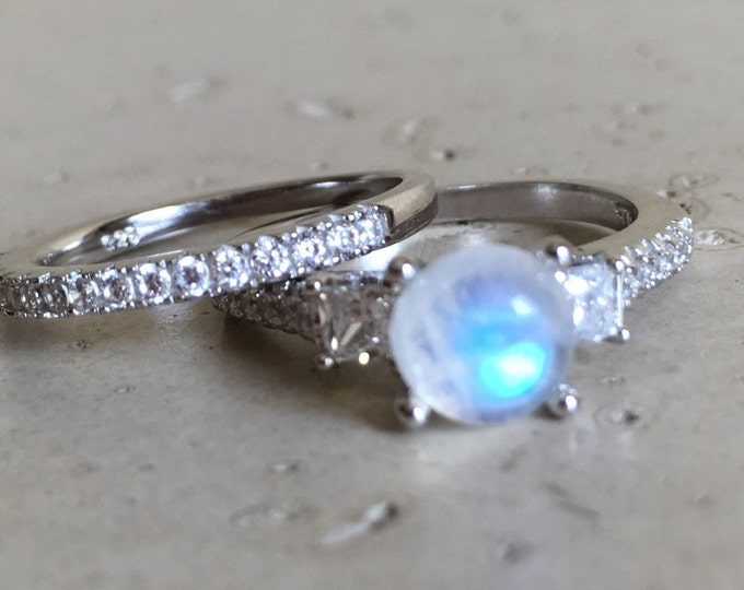 Moonstone Vintage Bridal Ring Set- Blue Moonstone Promise Ring for Her- Round Prong Moonstone Engagement Ring Set- June Birthstone Ring