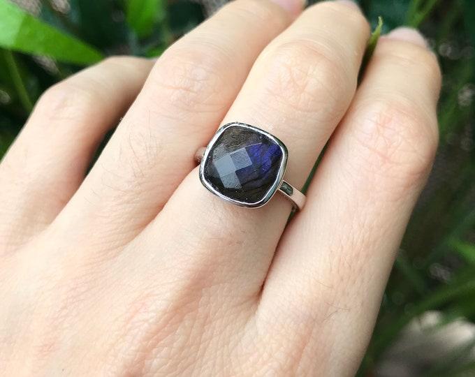 Silver Labradorite Square Ring- Labradorite Boho Faceted Simple Ring- Bezel Stack Iridescent Ring- Minimalist Gemstone Bohemian Ring