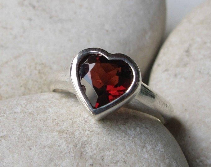 Heart Garnet Promise Ring- Rose Gold Heart Ring- Heart Shape Engagement Ring- January Birthstone Ring- Red Ring- Anniversary Ring for Her