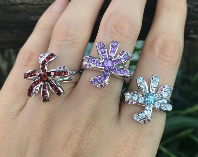 Floral Whimsical Women Cluster Engagement Ring- Nature Inspired Promise Ring for Her-Unique Solitaire Birthstone Anniversary Flower Ring