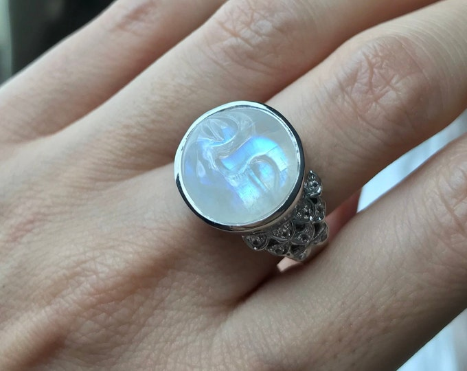 Moon Face Celestial Ring- Carved Moon Rainbow Moonstone Solitaire Ring- Rainbow Moonstone Cosmo Bohemian Ring