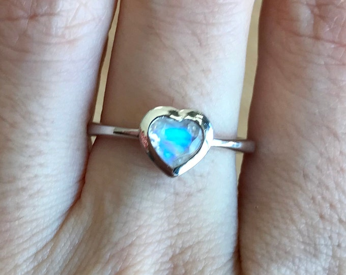 Heart Moonstone Promise Ring- Moonstone Heart Shaped Anniversary Ring- Valentines Day Gift for Her, Girlfriend, BFF- June Birthstone Ring