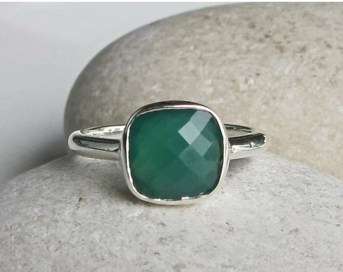 40% OFF SALE Green Onyx Stackable Ring- Square Green Gemstone Ring- Cushion Cut Green Ring- Simple Faceted Bezel Ring- Sterling Silver Green
