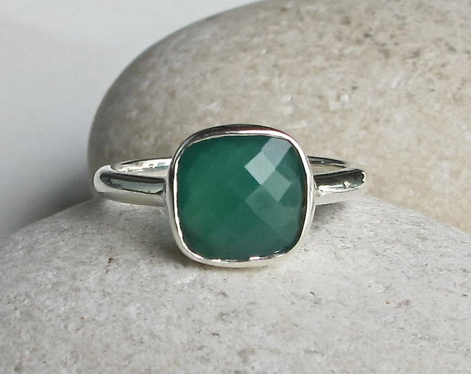 Green Onyx Stackable Ring- Square Green Gemstone Ring- Cushion Cut Green Ring- Simple Faceted Bezel Ring- Sterling Silver Green Ring