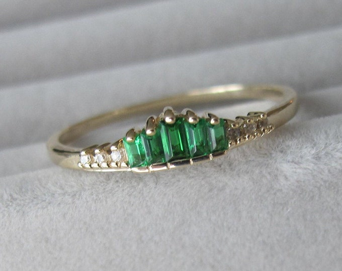 Emerald Baguette Wedding Women Band- Lab Emerald Nesting Band- Graduated Baguette Half Eternity Band- Unique Deco Stackable Pairing Band