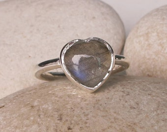 Labradorite Heart Promise Ring- Unique Promise Ring- Heart Shape Statement Ring- Labradorite Anniversary Ring- Unique Engagement Ring