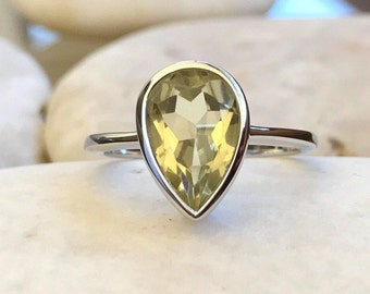 Simple Lemon Quartz Ring- Pear Shape Yellow Alternative Ring- Yellow Stone Promise Ring- Solitaire Gemstone Ring for her- Faceted Ring