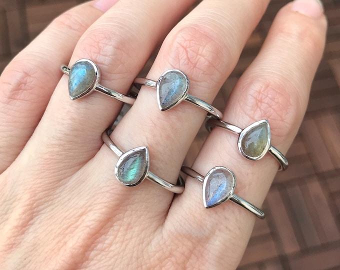 Labradorite Stack Small Ring- Labradorite Simple Silver Ring- Boho Iridescent Gemstone Ring- Pear Bezel Minimal Ring- Smooth Labradorite