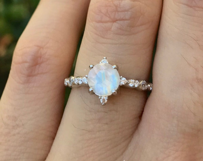 Moonstone Round Vintage Promise Ring for Her- Moonstone Engagement Ring- Rainbow Moonstone Celestial Dainty Ring-Iridescent Anniversary Ring
