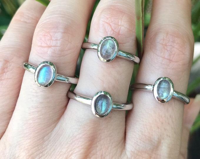 Cab Labradorite Petite Oval Ring- Stackable Labradorite Dainty Smooth Ring- Iridescent Boho Gemstone Ring- Simple Small Labradorite Ring