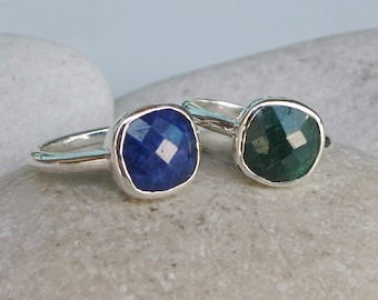 Raw Faceted Emerald Blue Sapphire Stack Rings- September May Birthstone 2 Ring Set- Mothers Children Ring Set- Sterling Silver Stack Ring
