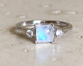 Square Moonstone Promise Ring- Rainbow Moonstone Anniversary Ring- Princess Cut Moonstone Dainty Ring- Three Stone Solitaire Ring