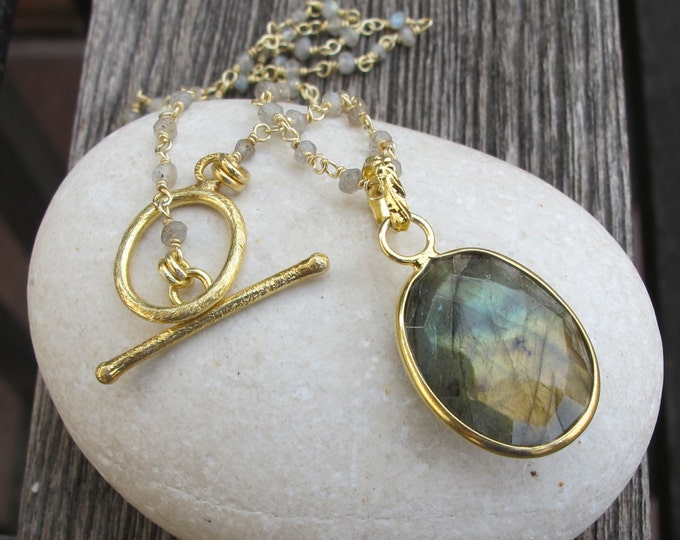 Oval Labradorite Gold Necklace- Labradorite Beaded Statement Necklace- Unique Iridescent Gemstone Necklace
