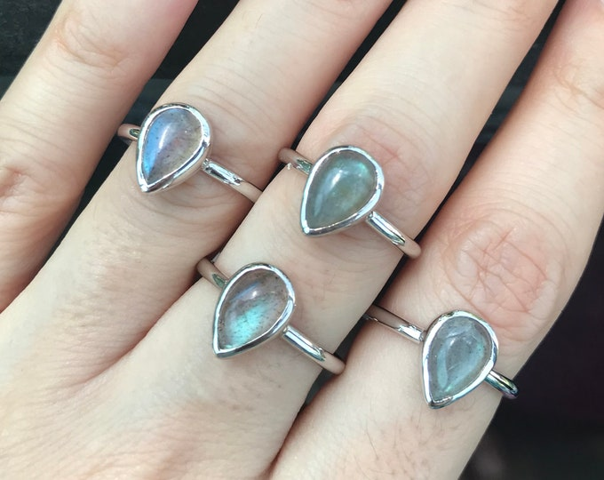 Rainbow Labradorite Teardrop Silver Ring-Labradorite Cabochon Pear Ring-Minimalist Labradorite Bezel Ring-Stackable Iridescent Ring for Teen