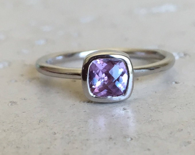 Alexandrite Tiny Stackable Ring- Color Change Gemstone Ring- Boho Mood Dainty Ring- Square Gemstone Silver Ring- Minimal Purple Simple Ring
