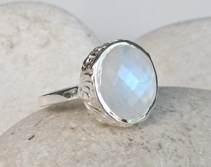Oval Rainbow Moonstone Ring- Solitaire Moonstone Ring- Faceted Moonstone Silver Ring- June Birthstone Ring- Sterling Silver Statement Ring
