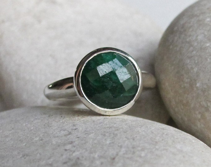 Raw Natural Emerald Ring- May Birthstone Ring- Green Gemstone Simple Ring- Round Faceted Stackable Ring- Sterling Silver Solitaire Ring