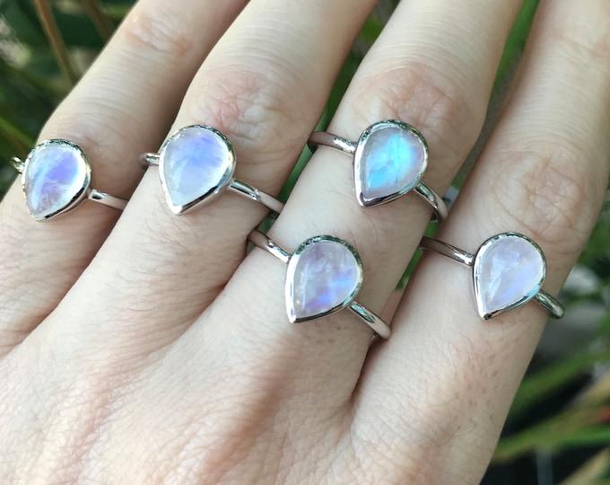 Minimalist Moonstone Pear Silver Ring- Simple Teardrop Rainbow Moonstone Ring- Stackable June Birthstone Ring- Boho Iridescent Gemstone Ring
