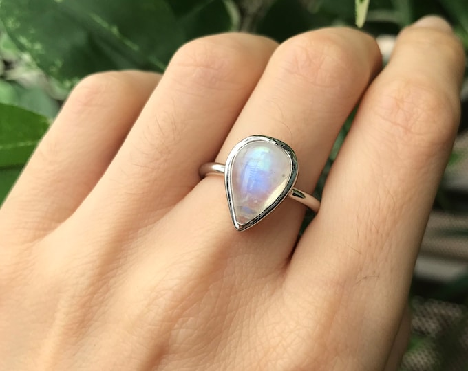 Teardrop Blue Large Moonstone Ring- Silver Pear Moonstone Ring- Simple Smooth Moonstone Ring- Minimalist Iridescent Boho Solitaire Ring