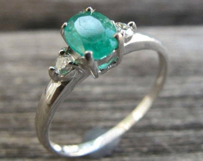 Oval Emerald Engagement Ring Green Gemstone Bridal Wedding Diamond Emerald Promise Ring Prong Solitaire Engagement Dainty Three Stone Ring