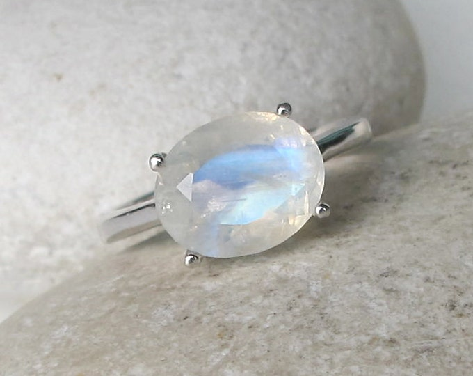 Oval Moonstone Prong Ring- Rainbow Moonstone Solitaire Ring- June Birthstone Ring- Simple Blue Moonstone Ring