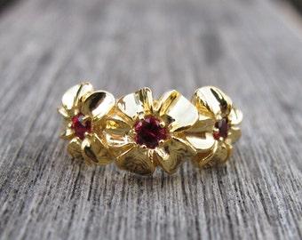 Flower Sapphire Anniversary Rings- Sapphire Engagement Ring- Sapphire Promise Ring- Sapphire Solitaire Rings- September Birthstone Rings