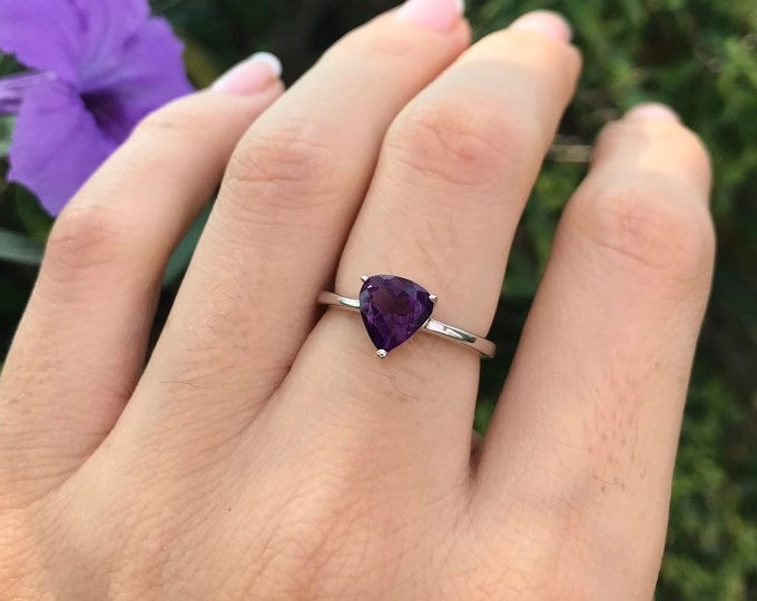 Purple Amethyst Triangle Silver Ring- Stackable Purple Prong Ring- February Birthstone Ring- Trillion Amethyst Minimalist Ring