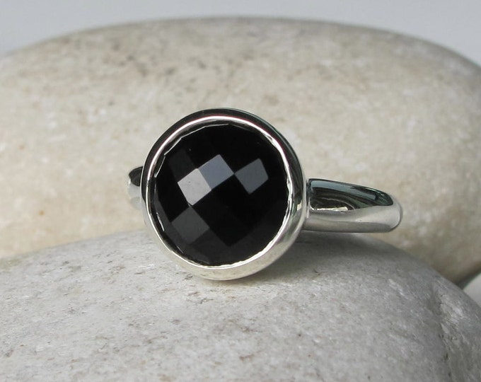 Round Black Onyx Ring- Simple Black Stone Engagement Ring- Faceted Black Gemstone Ring- Sterling Silver Black Simple Ring