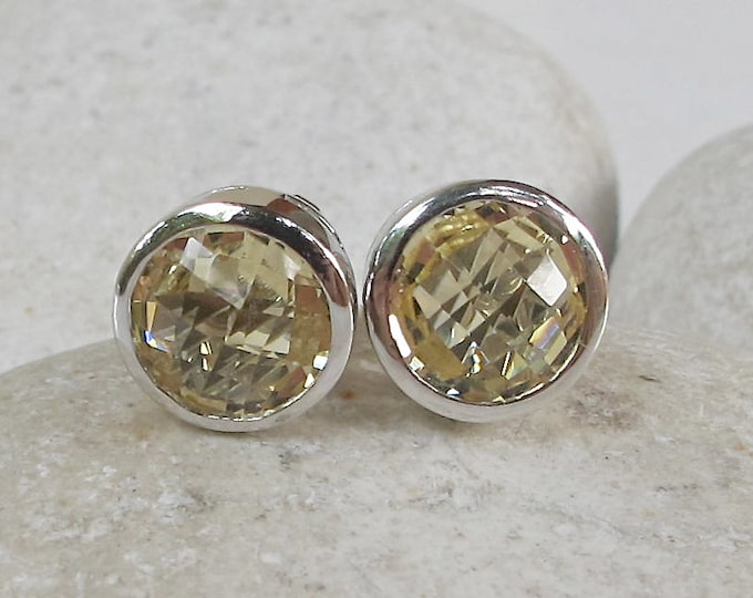 Yellow Quartz Round Stud Round Earring- Classic Simple Minimalist Lemon Quartz Earring- November Birthstone Earring- Silver Bezel Stud