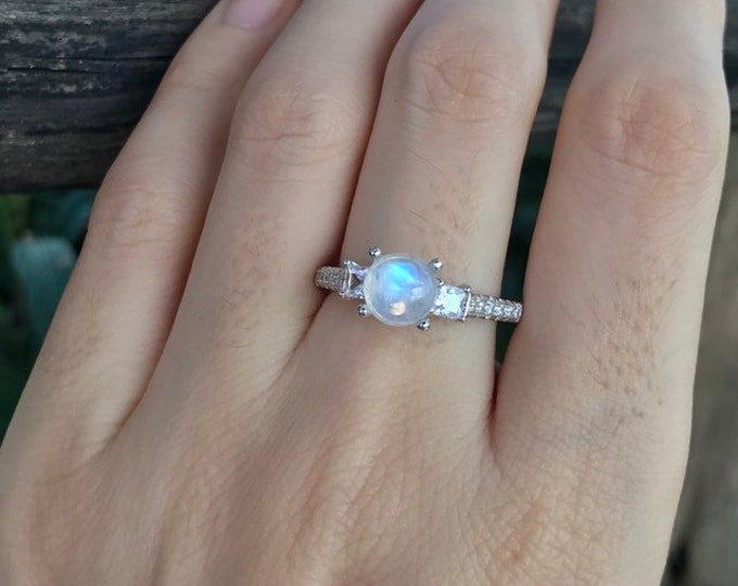 Round Moonstone Women Engagement Ring- Rainbow Moonstone Promise Ring for Her- Three Stone Anniversary Ring- June Birthstone Ring