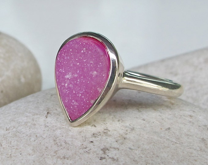 Pink Druzy Sterling Silver Ring- Pear Shape Gemstone Ring- Pink Stone Solitaire Ring- OOAK Pink Gemstone Ring- Simple Bezel Frame Ring