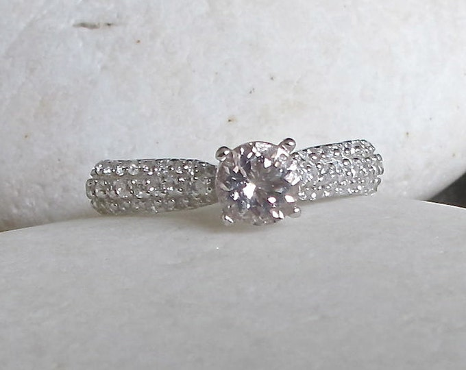 Classic  Morganite Promise Ring- Morganite Engagement Ring- Pink Stone Anniversary Ring- Alternative Engagement Ring- Nontraditional Ring