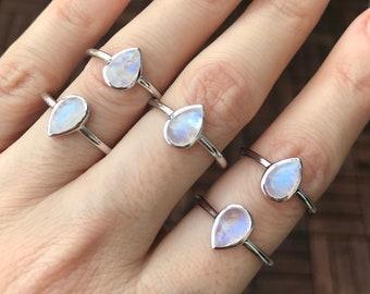 Blue Rainbow Moonstone Small Ring- Stackable Boho Pear Moonstone Ring- Teardrop Smooth Moonstone Dainty Ring- Silver Iridescent Bezel Ring