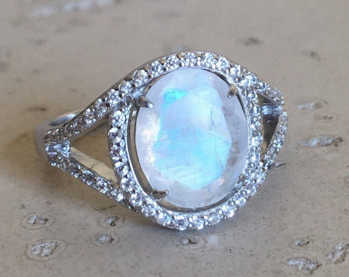 Moonstone Boho Engagement Ring- Rainbow Moonstone Halo Promise Ring- Oval Rainbow Spilt Solitaire Ring- Double Band Statement Bohemian Ring