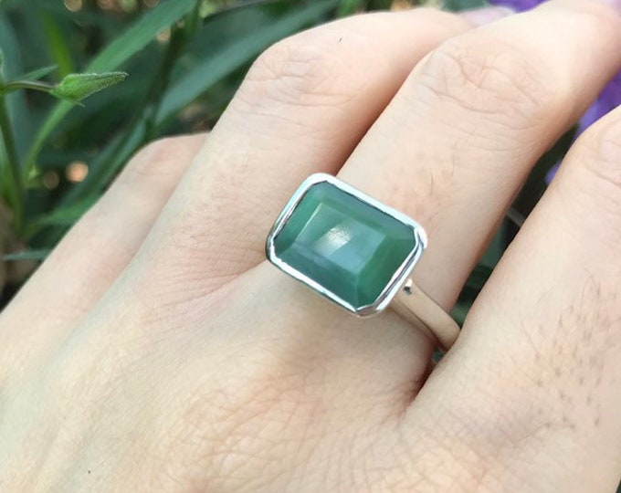 Rectangle Chrysoprase Minimalist Unisex Ring- Solitaire Green Onyx Simple Ring- East West Green Gemstone Ring- Bezel Sterling Silver Ring