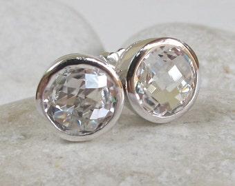Classic Bridal Stud Earring- Clear Quartz Wedding Earring- Simple Chic White Earring- Round-Shape Stud Earring- Minimalist Simple Stud