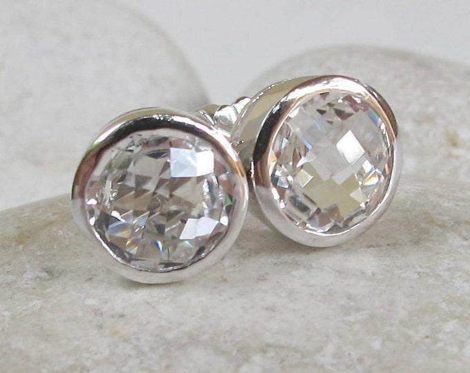 White Topaz Bridal Stud Earring- Clear Quartz Round Silver Earring- Simple Chic Earring- Bezel White Quartz Stud- Minimalist Simple Stud