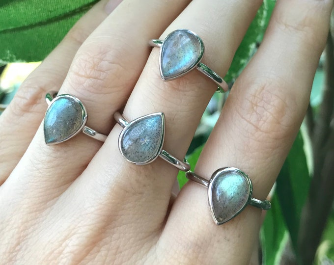 Pear Labradorite Boho Ring- Simple Iridescent Silver Ring- Stackable Minimal Gypsy TearDrop 925 Labradorite