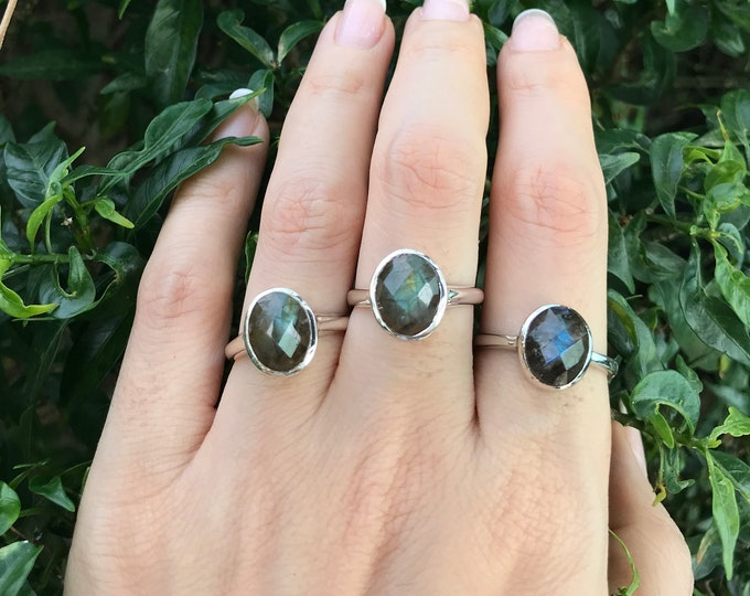 Oval Labradorite Rose Cut Ring- Rainbow Labradrorite Silver Stackable Ring- Iridescent Stone Boho Bezel Ring
