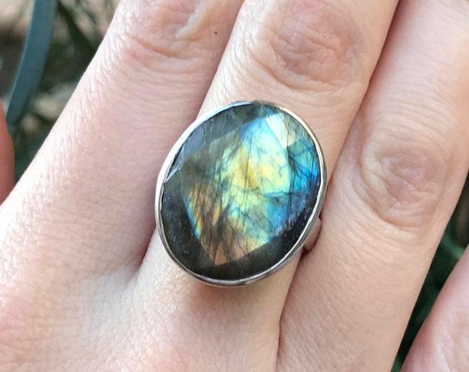 Large Labradorite Ring- Iridescent Rainbow Ring- Oval Boho Festive Ring- Gypsy Coachella Mood Ring- Bohemian Gemstone Statement Ring