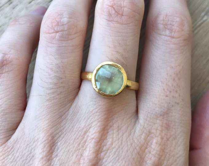 Seaform Green Round Stackable Gold Ring- Rustic Green Onyx Ring- Light Green Onyx Ring- Green Chalcedony Simple Minimal Bezel Ring