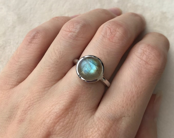Smooth Round Labradorite Ring- Stack Boho Iridecent Ring- Simple Sterling Silver Ring- Bohemian Mood Ring- Festive Color Changing Ring