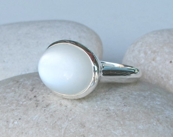 White Moonstone Oval Cabochon Ring- White Gemstone Statement Ring- White Stone Solitaire Ring- June Birthstone Ring- Silver Moonstone Ring