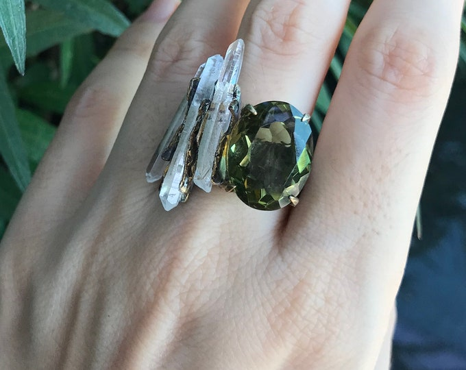 Raw Crystal Statement Solitaire Gothic Ring- Unique Rustic Unisex Band- Textured Green Quartz Gemstone Bulky Ring- Avant Garde OOAK Ring