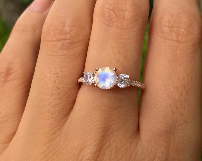 Moonstone Promise Vintage Ring For Her- Round Moonstone Three Stone Anniversary Ring- Rainbow Moonstone Solitaire Ring- Engagement Ring