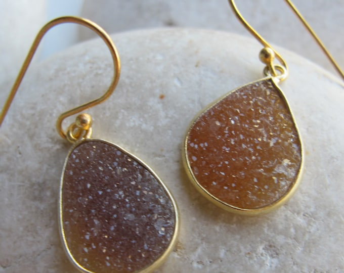 Teardrop Brown Druzy Earring- Simple Druzy Gold Drop Earring- Brown Rough Stone Boho Earring- Raw Crystal Druzy Dangle Bohemian Earring