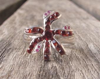 Garnet Floral Engagement Ring- Unique Garnet Statement Ring- Cluster Garnet Flower Ring- January Birhtstone Ring- Solitaire Multistone Ring