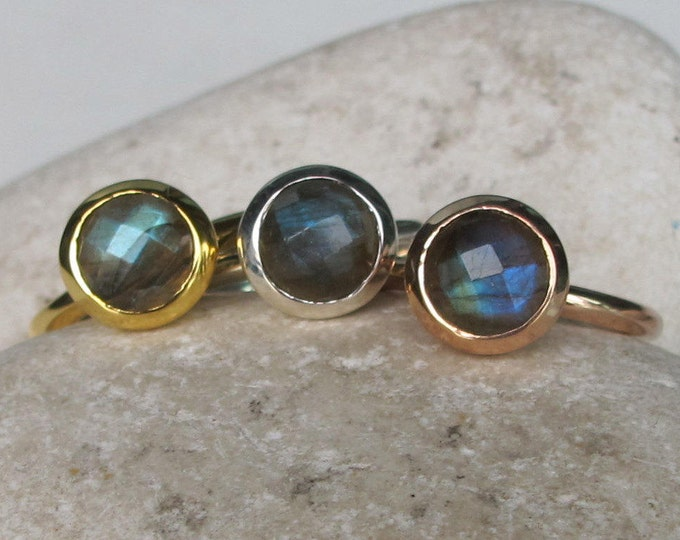 Rainbow Labradorite Stackable Ring- Labradorite Round Rose Cut Ring- Iridescent Boho Gemstone Ring- Labradorite Silver Facet Ring for Teen