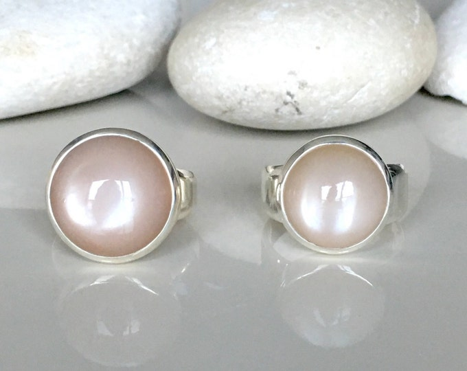 Round Peach Moonstone Promise Ring- Simple Bezel Engagement Ring- Smooth Moonstone Ring- June Birthstone Ring- Statement Pink Gemstone Ring